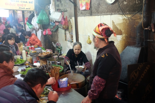 "This lady: the snail soup boss of #Hanoi. {halfway down Tạ Hiện,""the land of lunch.""}"
